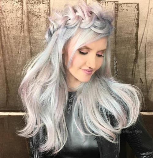 虹のような髪の毛の女の子の画像(1枚目)