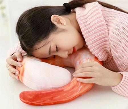 エビ型の枕の画像(3枚目)
