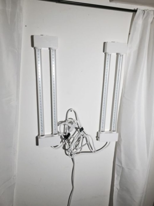 【画像】昼夜逆転の生活が解決!?どこでも付けれる光が入る窓が画期的!!の画像(1枚目)