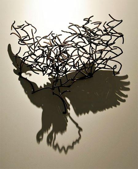 【画像】針金クネクネ!針金の影を使ったアートが凄い!!の画像(3枚目)