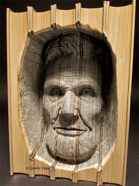 【画像】本の中に人の顔!本を使った彫刻のアートが凄い!!の画像(2枚目)
