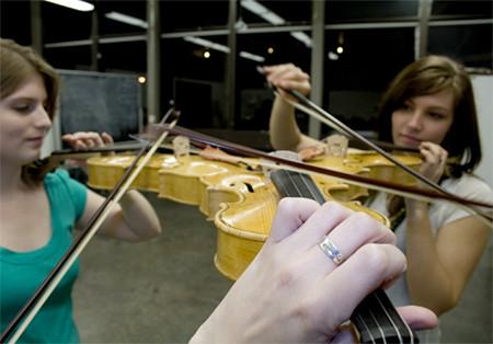 3人同時に弾けるバイオリン!これなら喧嘩にならない!!の画像(4枚目)
