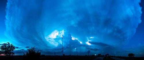幻想的で恐ろしい!嵐が起こっている空を映した写真の数々!!の画像(4枚目)