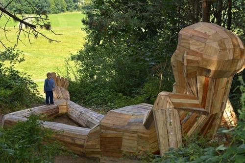 木でできた森の中の巨人の画像(5枚目)