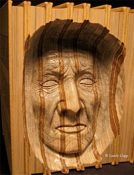 【画像】本の中に人の顔!本を使った彫刻のアートが凄い!!の画像(7枚目)