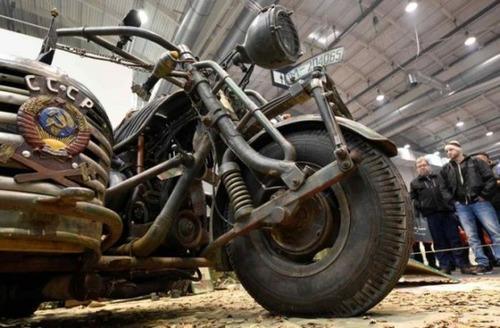サイドカー付きバイクの画像(1枚目)
