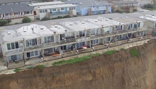 【画像】海沿いの崖が崩れて崩落中のカリフォルニアの町が怖すぎる!!の画像(5枚目)