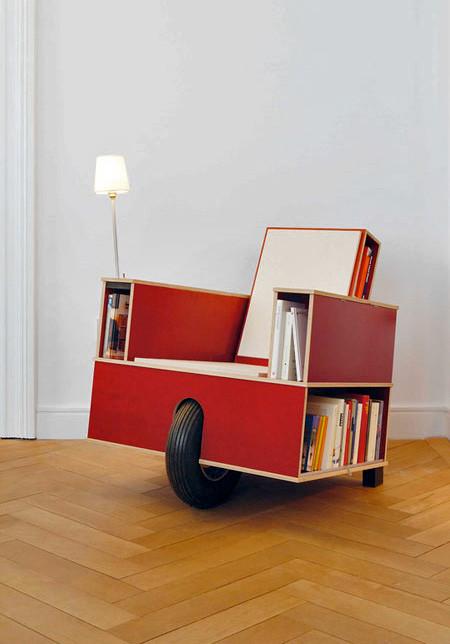 移動できる本棚付きの椅子の画像(3枚目)