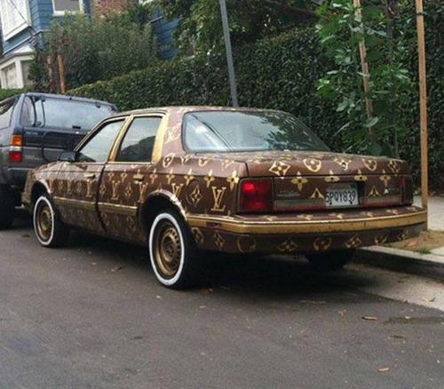 【画像】とりあえず目を引く!かっこ良かったり悪かったりする自動車のカスタム!!の画像(22枚目)
