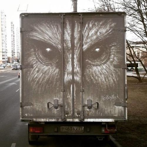 汚れた自動車のペイントの画像(1枚目)