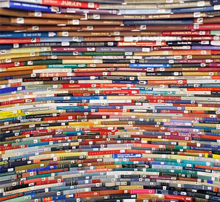 本を積み重ねて出来た「かまくら」の画像(6枚目)