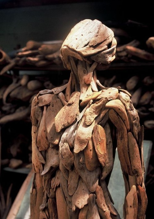 流木で作った人間のオブジェの画像(6枚目)