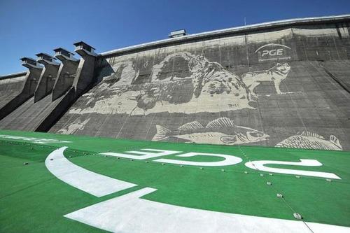 環境破壊ゼロ??ダムの壁面に高圧洗浄機で描かれたアートが凄い!!の画像(4枚目)