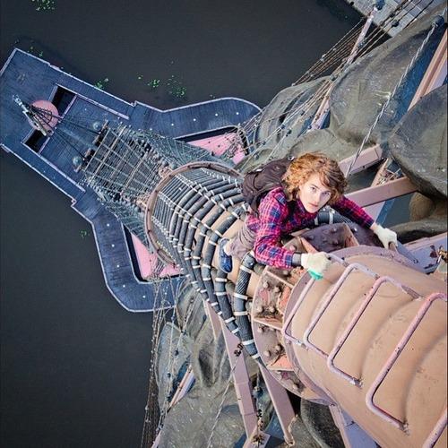 とりあえず高い所に来たので記念撮影をした写真が高すぎて本当に怖いwwの画像(1枚目)