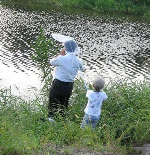 カオスなところで釣りをしている人達の画像(17枚目)