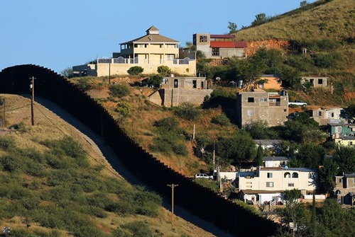 アメリカとメキシコの間の壁の画像(4枚目)
