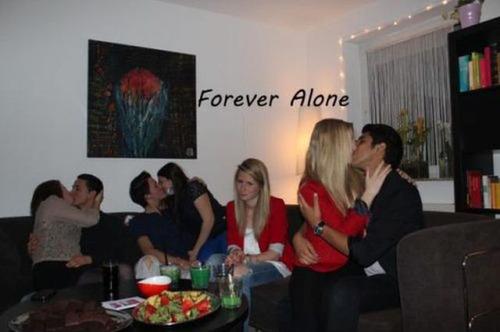 【閲覧注意】孤独を謳歌していたり?していなかったり?している悲しい写真の数々の画像(1枚目)