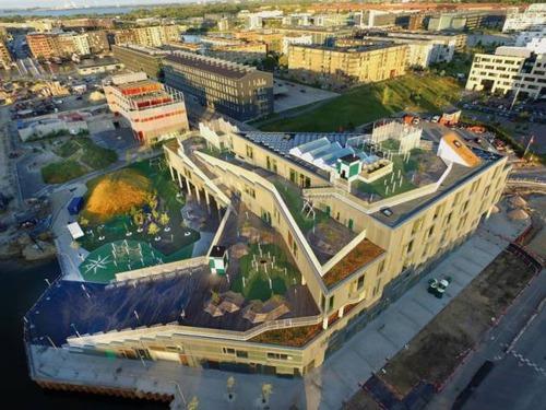 【画像】コペンハーゲンの小学校が子供の秘密基地のよう!!の画像(1枚目)