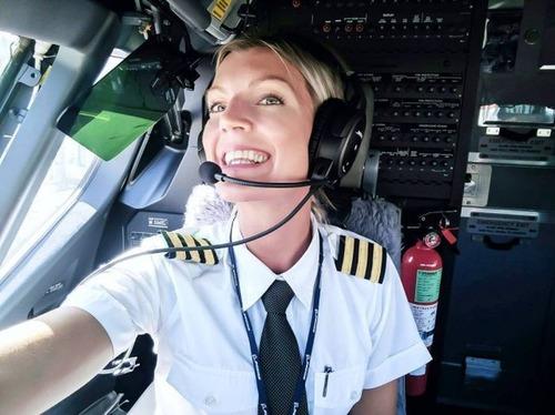 美人金髪のパイロットのお姉さんの画像(2枚目)
