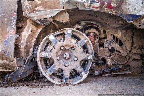パンクで70km走った自動車の画像(10枚目)