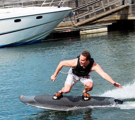 波いらず!最高時速46kmの自走式サーフボードが凄い!!の画像(8枚目)