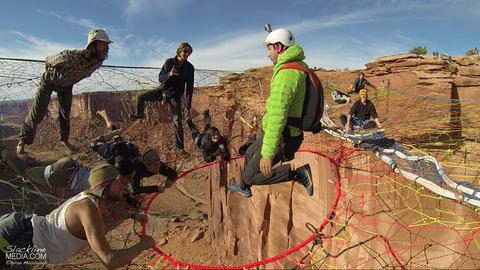 上空120m!断崖絶壁に設置された巨大なハンモック!の画像(8枚目)