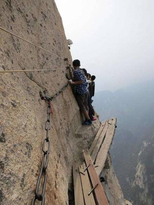 高くて怖い!!高所での怖すぎる記念写真の数々!!の画像(22枚目)