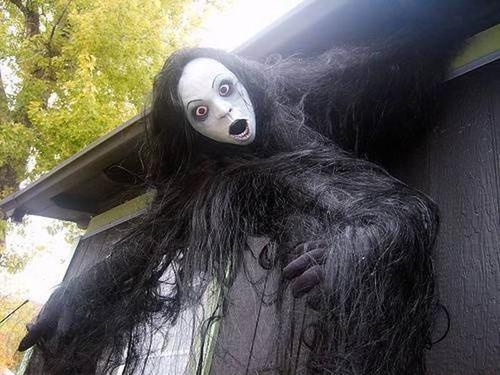 【画像】ちょっと次元の違う怖すぎるハロウィンの装飾の数々!!の画像(1枚目)