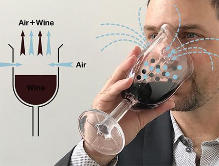 マスク型のワイングラスの画像(3枚目)