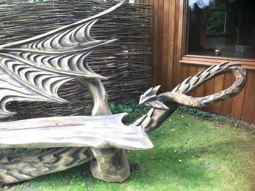 ドラゴンのベンチの画像(3枚目)