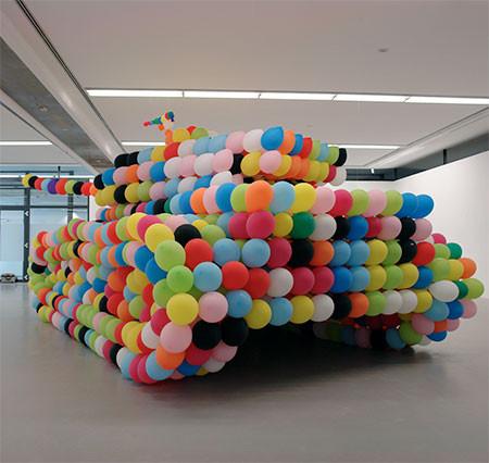 風船でできた戦車の画像(2枚目)
