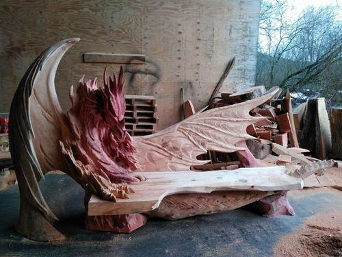 ドラゴンのベンチの画像(2枚目)