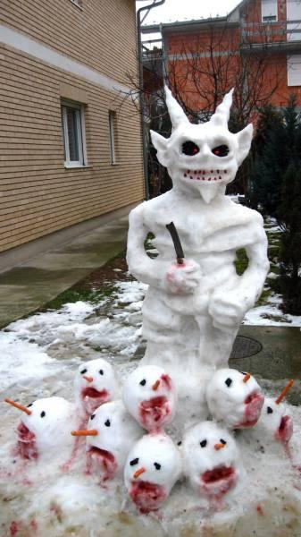 面白い雪だるまの画像(3枚目)