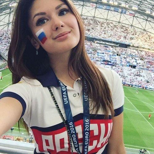 綺麗なサッカーのサポーターのお姉さんの画像の数々!!の画像(35枚目)