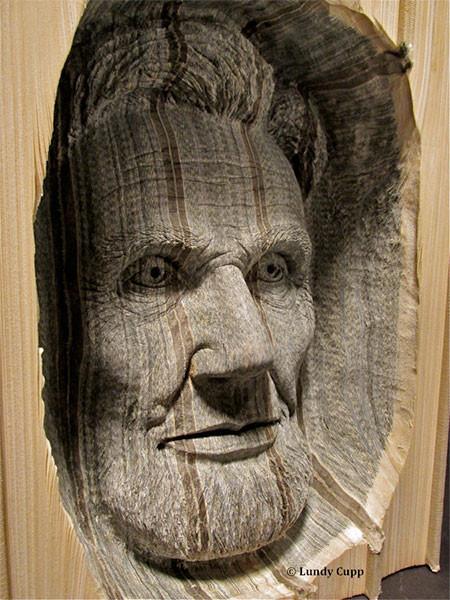 【画像】本の中に人の顔!本を使った彫刻のアートが凄い!!の画像(4枚目)