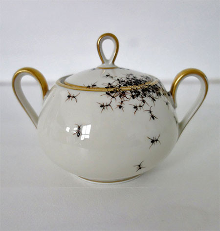 【画像】蟻が這い回っている柄の食器が悪趣味すぎるwwwの画像(16枚目)