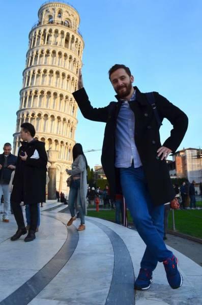 ピサの斜塔の記念撮影の画像(2枚目)