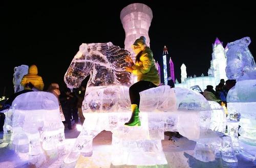 中国の雪祭りがなんだか華やか!の画像(3枚目)