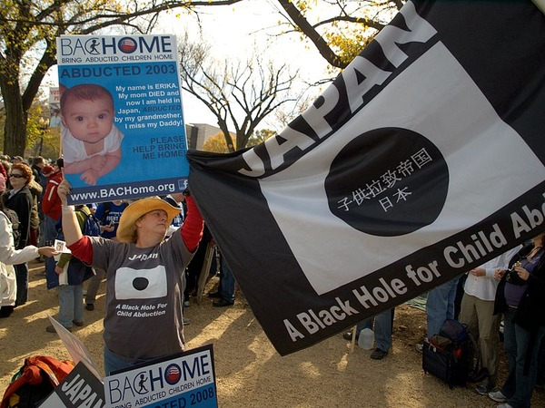 800px-Japanese_Child_Abduction_Rally_to_Restore_Sanity