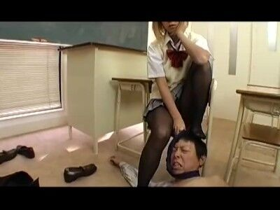 【洋物】超ビッチ黒ギャルJKがM男責め足コキで男をゴミのように扱う黒パンストJKエロすぎ金髪ギャルJK