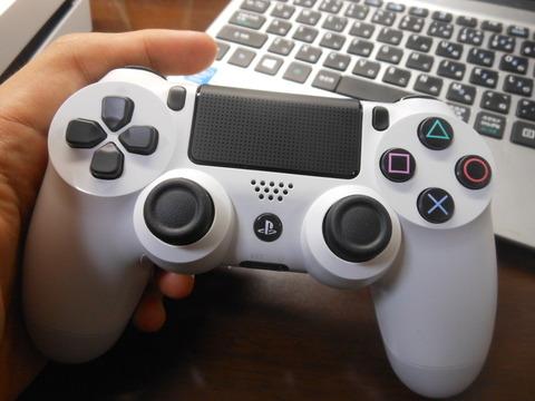 【PS4】コントローラー考えたやつ天才じゃね?使用感が半端ねぇんだけどwwwww