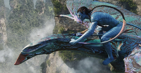 Jake-mounts-a-flying-beast-in-James-Camerons-Avatar