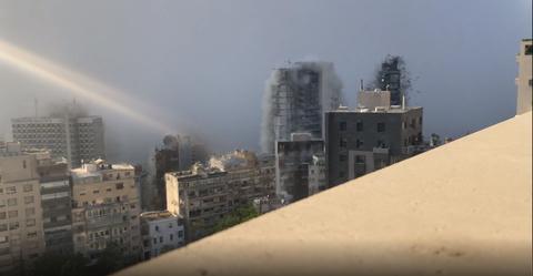 【4K映像】レバノン爆発映像 固定・近距離・4Kで撮影(スローも) 周囲の建物が粉々になる瞬間が克明に