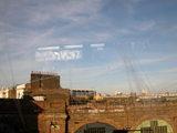 電車の窓からロンドン郊外