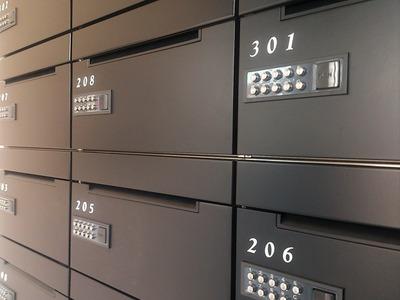 宅配ボックス窃盗約50件相次ぐ…宅配業者が郵便箱に残していった不在連絡票から宅配ボックスの暗証番号を特定し鍵を開ける手口か⁉︎