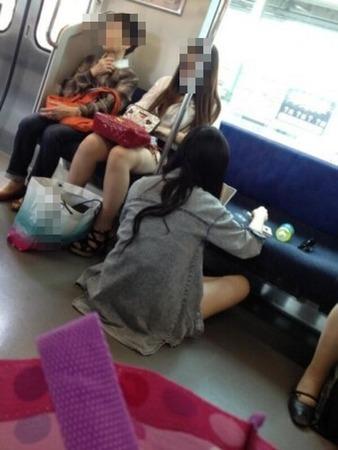 電車内で自分の乳首をいじりながら若い女性を視姦することで有名な「乳首おじさん」 ついに逮捕 [無断転載禁止]©2ch.net->画像>56枚