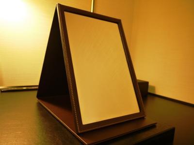 【きもE】トイレにスマホ内蔵の鏡…盗撮容疑で28歳男逮捕
