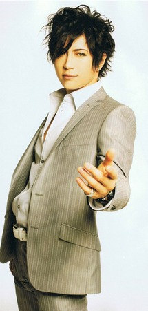 Suit-gackt-34364257-500-1047