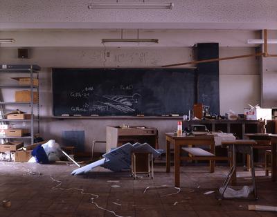 廃校になる高校最後の日。女子の声で「もう終わり?」 咄嗟に振り向いてしまったが【土怖 第52話目】