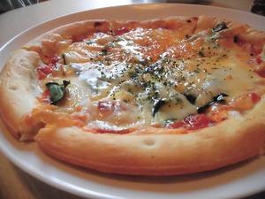 ピリ辛サラミとほうれん草のピザ5
